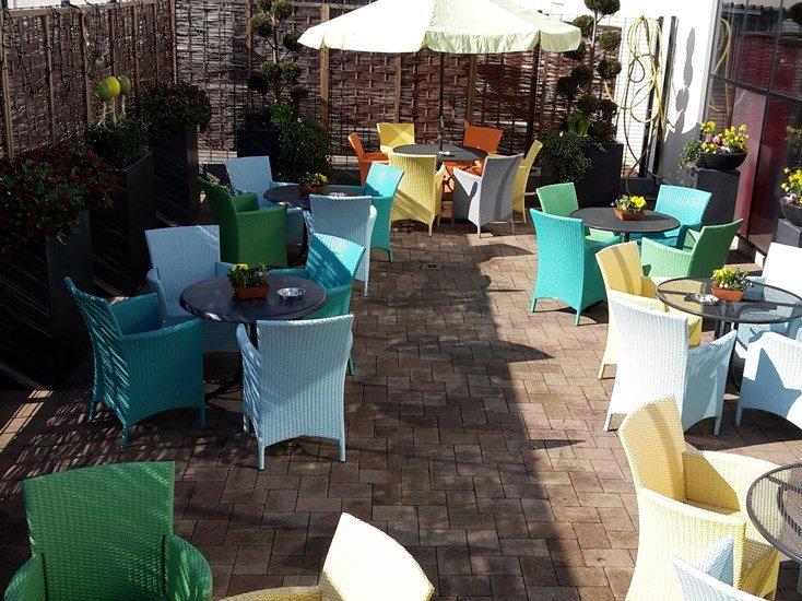Terras van gezellige lunchroom nabij Roermond